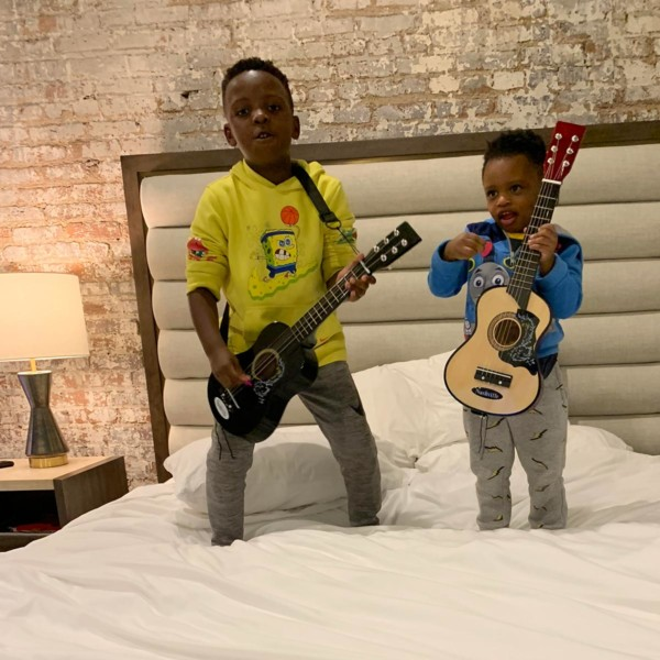 kids-playing-with-guitars