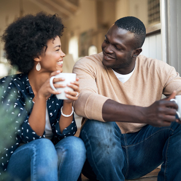 couple enjoying outdoors on first date