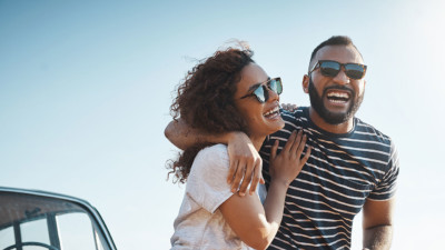 Image of two people wearing sunglasses on a date.
