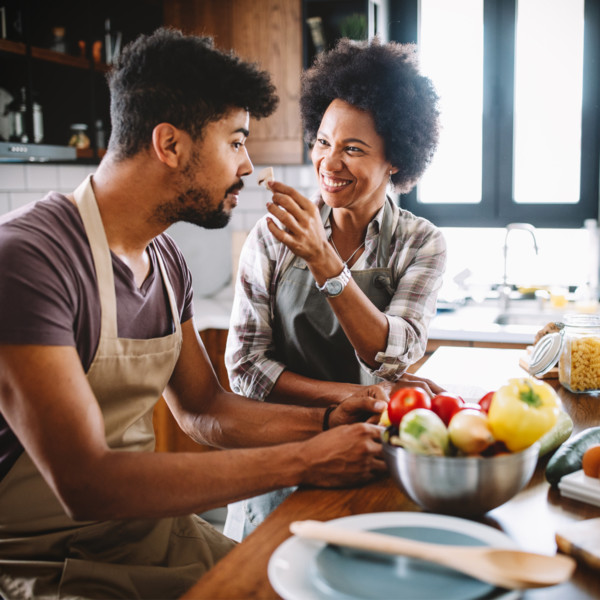 couple cooking as a best practice to maintain a relationship