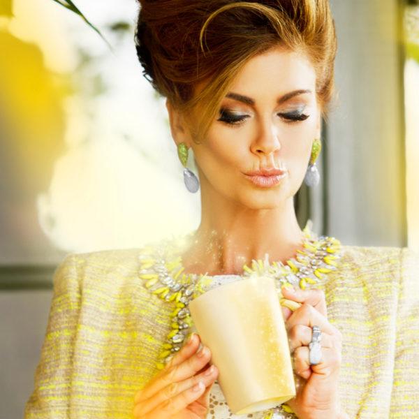 Image of Kathy Ireland holding a mug